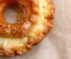20111216-183962-standing-room-only-doughnut-vault-3